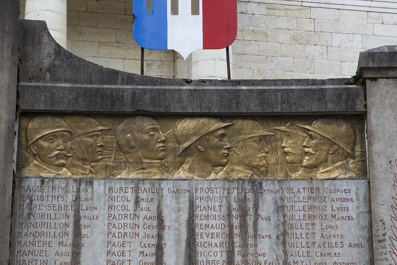 2 bas-reliefs : les Artisans de la Victoire