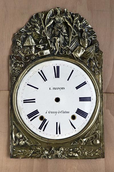 Cadran et couronnement d'horloge