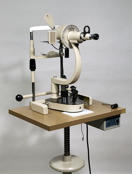instrument de mesure des longueurs, des angles en optique et d'ophtalmologie (kératomètre de Javal dit ophtalmomètre)