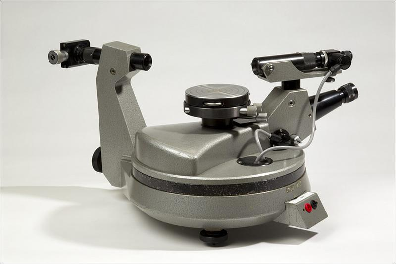 instrument de mesure des angles de réfraction (goniomètre Bouty)