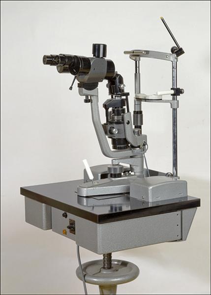 microscope et instrument d'ophtalmologie (biomicroscope dit lampe à fente de Gambs)