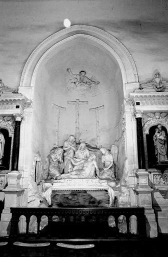 Groupe sculpté, 2 bas-reliefs (grandeur nature) : Déploration