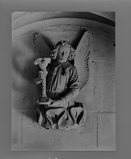 5 statues (suite) : anges aux instruments de la Passion