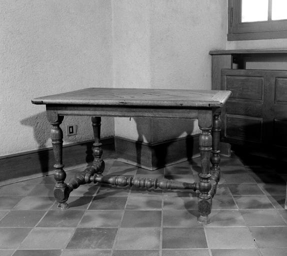 Table (n° 5)