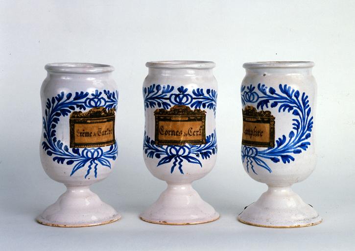 Ensemble de 4 pots à pharmacie (albarelli)
