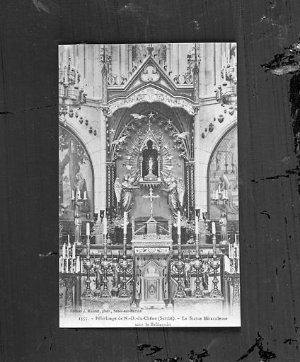 Ensemble de l'autel dédié à Notre-Dame-du-Chêne : autel, statue