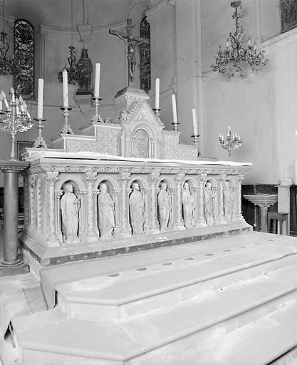 Autel (autel tombeau, maître-autel)