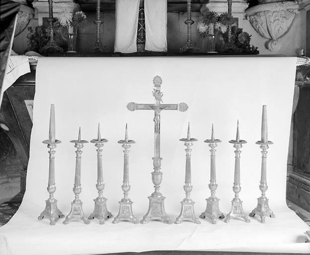 Croix d'autel, 8 chandeliers d'autel (garniture d'autel)