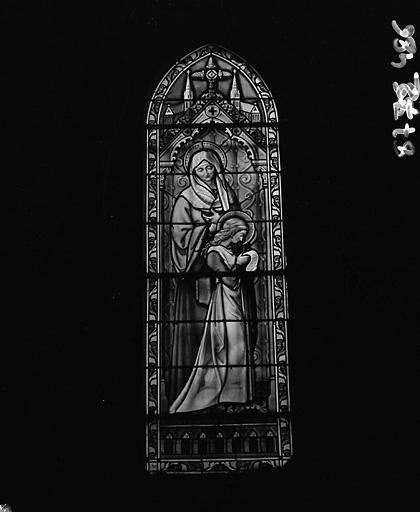 Verrière figurée : Education de la Vierge