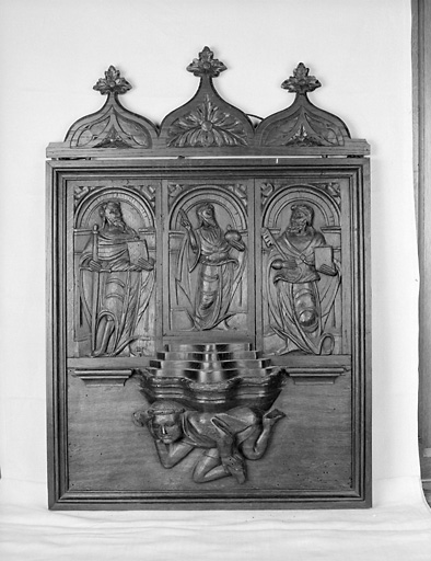 Ensemble de 4 reliefs : Salvator Mundi, saint Pierre, saint Paul, homme endormi