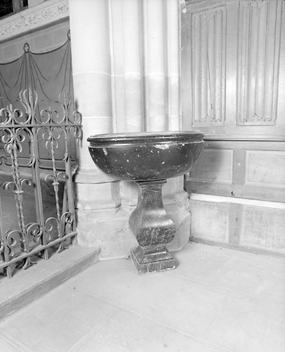 Bénitier, fonts baptismaux
