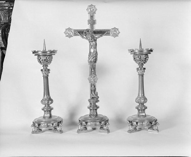 Croix d'autel, 6 chandeliers d'autel (garniture d'autel)