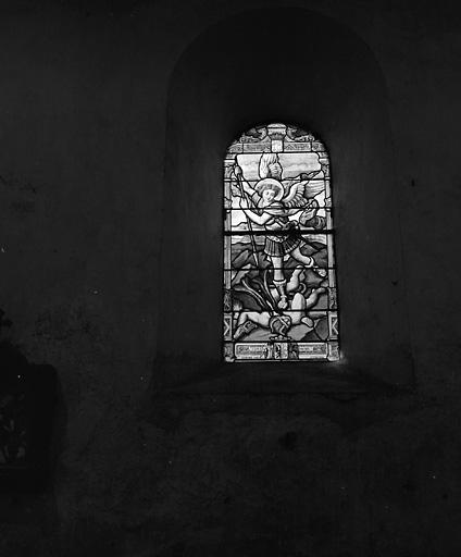ensemble de 3 verrières : Vierge à l'Enfant, dite Notre-Dame du Perpétuel Secours, saint Michel, saint