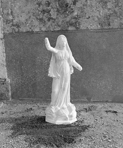 Statue (demi-nature) : Vierge