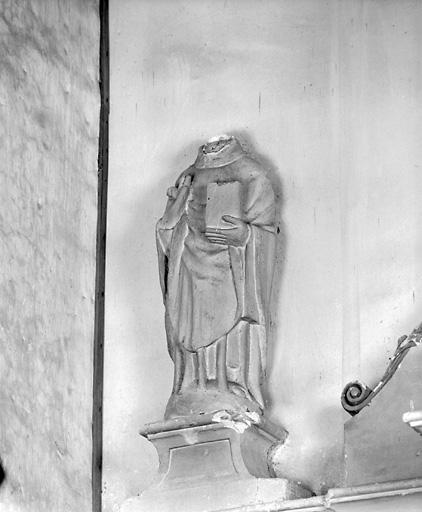 Statue : saint ecclésiastique