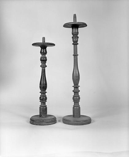6 chandeliers funéraires, 2 chandeliers d'autel (série)