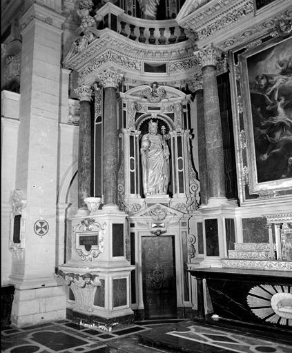 Ensemble de 4 statues du retable du maître-autel, groupe sculpté : Vierge de Pitié, saint Pierre, saint Paul, saint Louis, Charlemagne