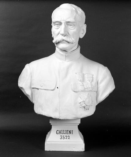 Buste sur piédouche : maréchal Gallieni