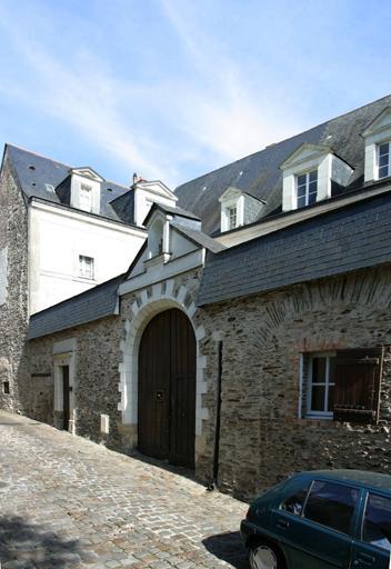 Manoir, puis hôtel de Beauvau, dit plus tard hôtel de Montiron