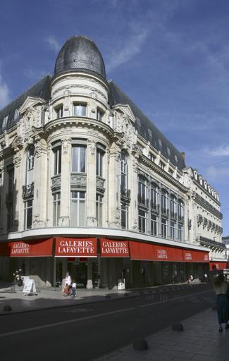Hôtel de voyageurs dit Le Grand Hôtel, puis grand magasin des Nouvelles Galeries, actuellement les Galeries Lafayette