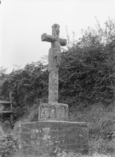 Croix de chemin, sur la R.D. 48 (Kergloff)