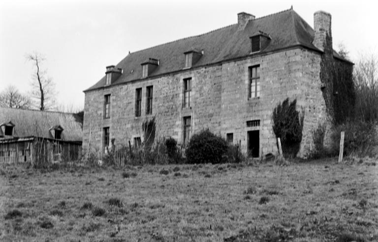 Manoir, Kerhuel (Saint-Nicolas-du-Pélem)