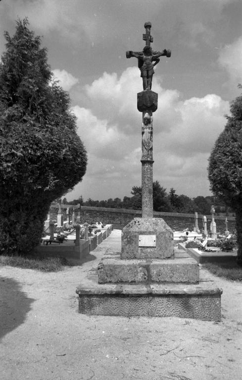 Croix de cimetière (Saint-Thois)