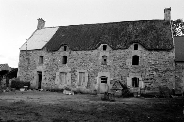 Les maisons et fermes de la commune de Calan