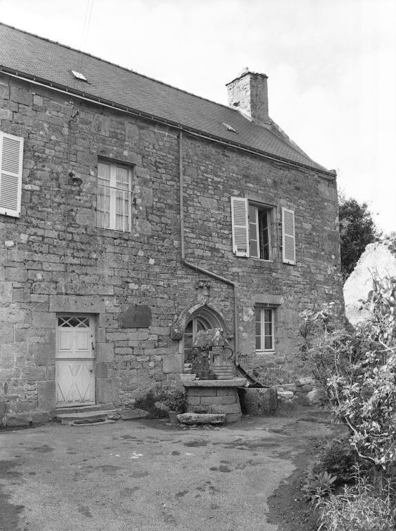 Presbytère (Saint-Caradec-Trégomel)