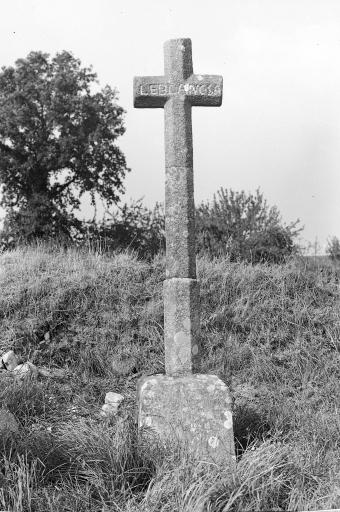 Croix Monumentale, près de l'église (Billé)