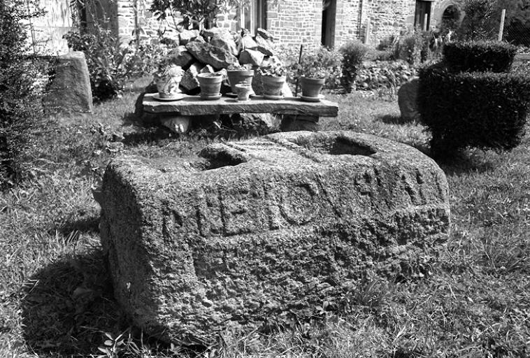 Écart, le Haut Autrouet (La Fresnais) ; Les croix de chemin, croix monumentales, églises paroissiales et monuments sur la commune de La Fresnais
