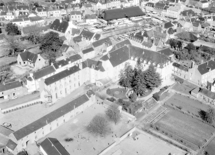 Couvent du Sacré Cœur, Congrégation enseignante des Sœurs de Kermaria, rue de Quimper (Le Faouët)
