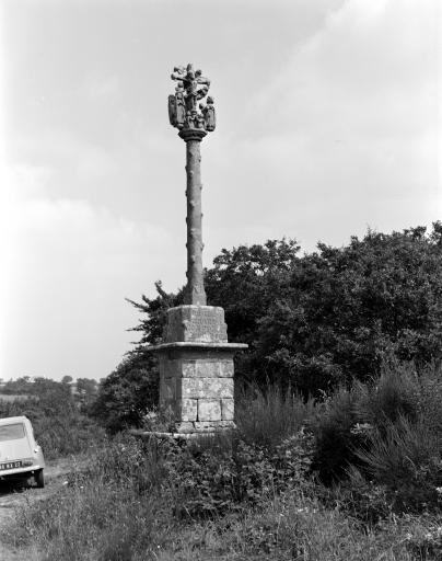 Croix Monumentale dite Croaz Névez, Saint-Antoine (Lanrivain)