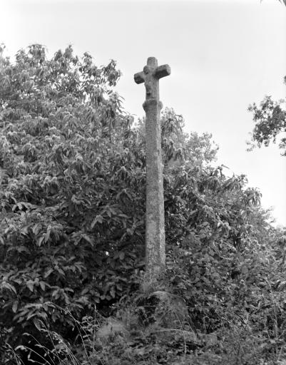Croix Monumentale, Kerolivier (Saint-Gilles-Pligeaux)