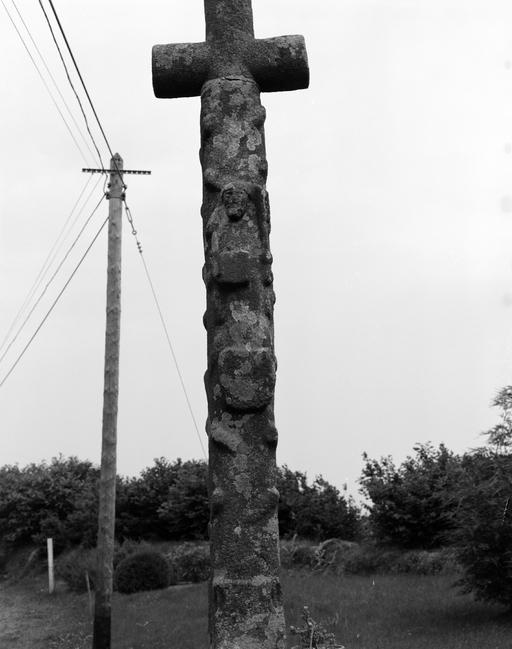 Croix de chemin, route de Leuhan (Coray)