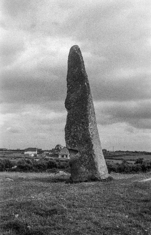 Menhir de Cam Louis, Kergoarat (Plouescat)