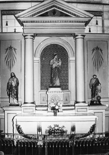 Retable latéral nord: autel et clôture
