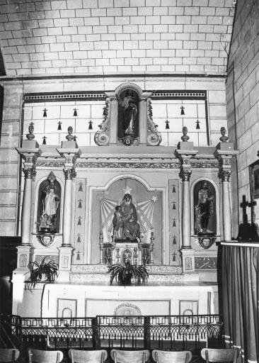 Retable, autel et clôture de la chapelle sud