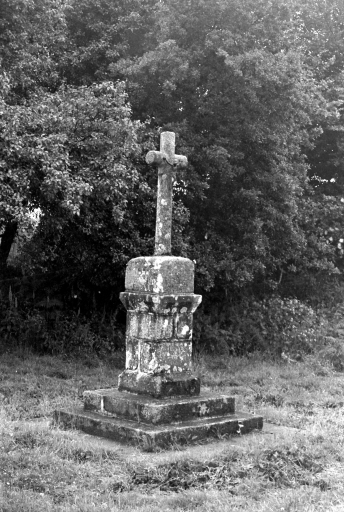 Croix de Chemin, Kerhello (Lanrivain)