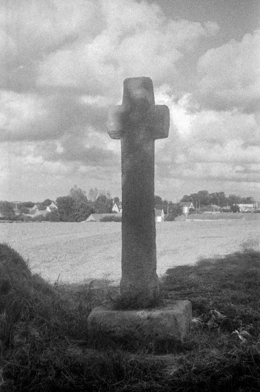 Croix de chemin dite Croas Ty Persoun, Vezen Doull (Plougar)