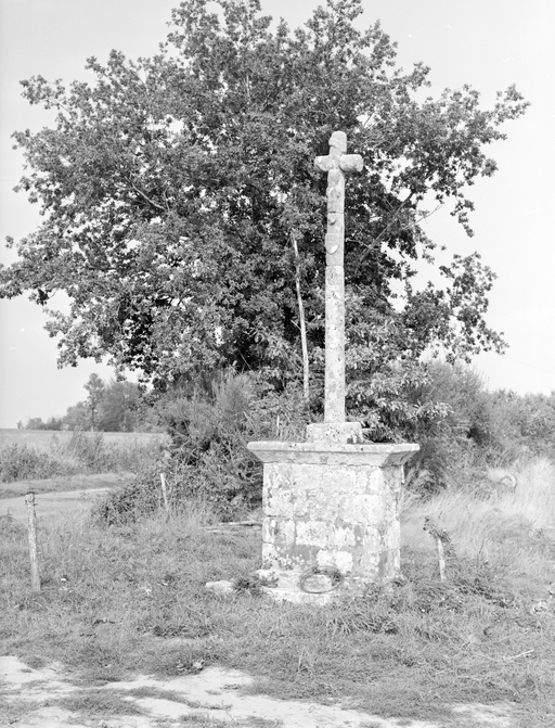 Les croix monumentales sur la commune de Caden