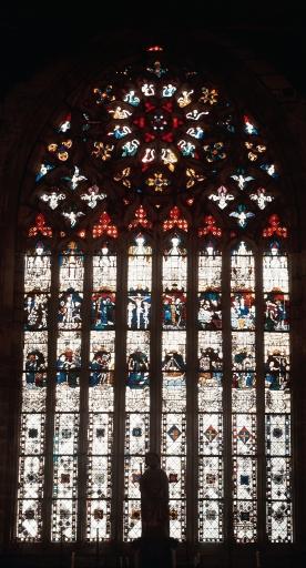 Maîtresse-vitre: Verrière à personnages: Vie de saint Jacques, Vie du Christ (baie 0) ; Le patrimoine mobilier de la chapelle Saint-Jacques