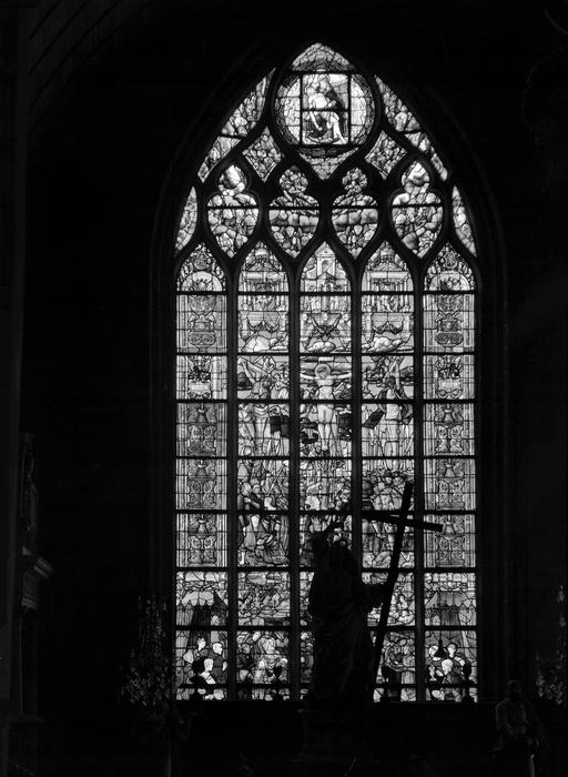 verrière : Le Crucifiement, mort de Marie-Madeleine, Trinité (baie n°1)