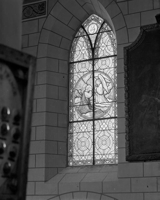 verrières historiées (6) : Couronnement de la Vierge, Jardin des Oliviers, Multiplication des pains, Adoration des bergers, Jésus parmi les docteurs, Présentation de la Vierge au temple (Baies n°5 à 10)