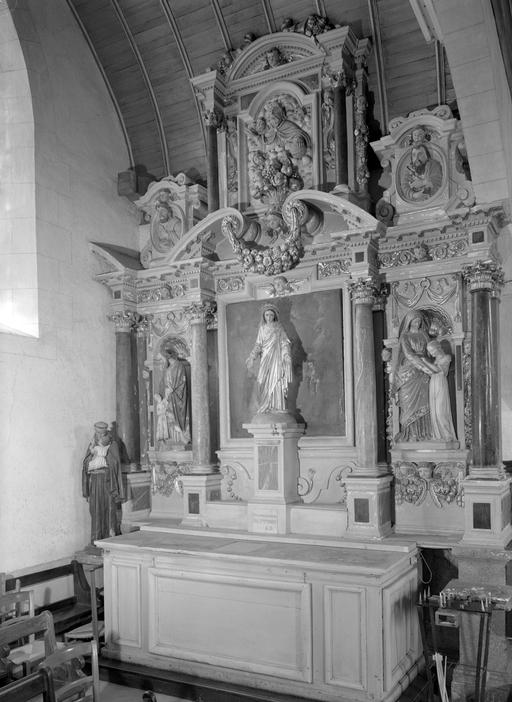 Autel, retable, 2 groupes sculptés (autel secondaire, retable architecturé à niche)