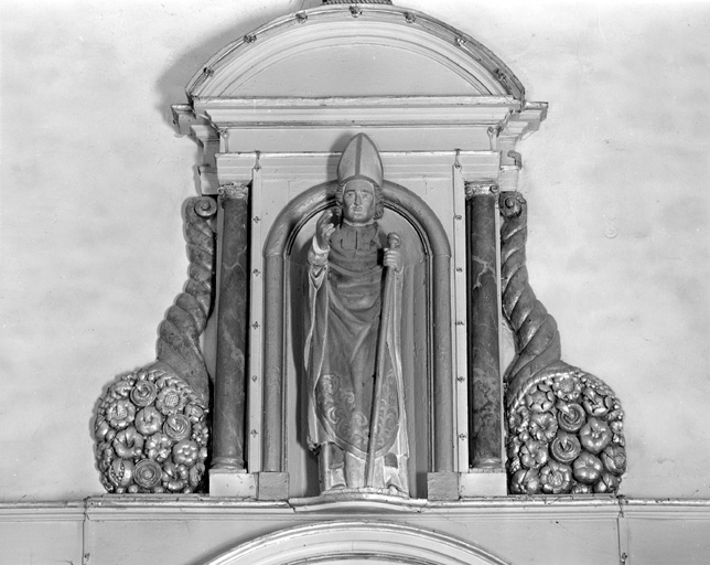 Statue de saint Evêque