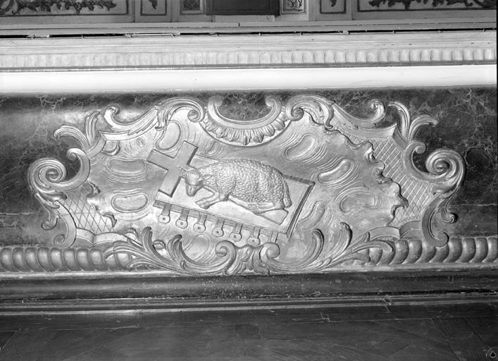 Autel, devant d'autel, gradin d'autel, tabernacle, exposition, 2 statues (maître-autel, tabernacle à dais d'exposition)
