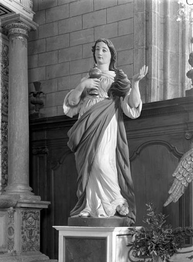 statues (2) : Sainte Marie-Madeleine, Saint Pierre