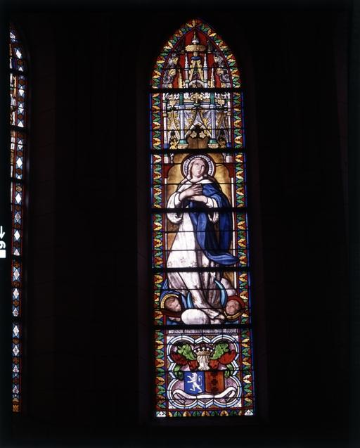 Ensemble de 5 verrières à personnages, église paroissiale Notre-Dame (La Chapelle-Caro fusionnée en Val d'Oust en 2016) ; Le patrimoine mobilier de l'église paroissiale Notre-Dame (La Chapelle-Caro fusionnée en Val d'Oust en 2016)
