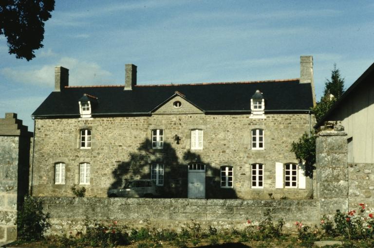 Village (Saint-Pern) ; Manoir dit la Maison Neuve (Saint-Pern)